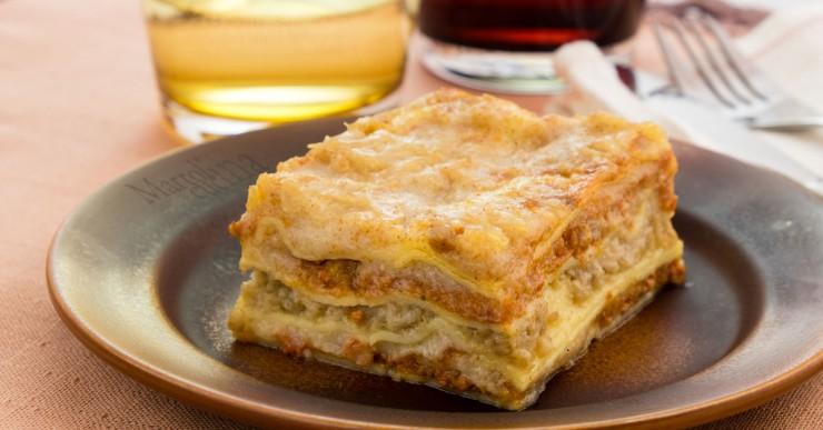 Lasagne con besciamella e ragu vegetariani