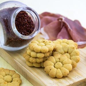 Biscotti salati al peperoncino