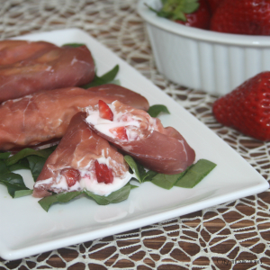 rotolini di bresaola con fragole