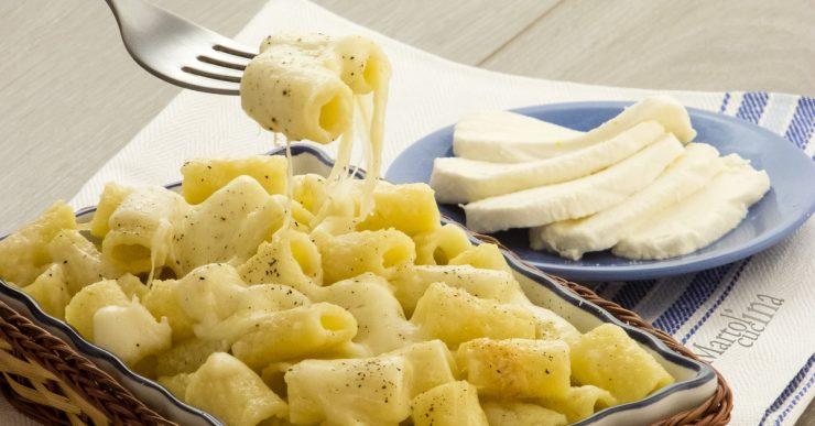 Pasta e mozzarella al forno