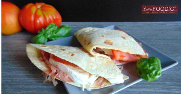 piadina-crudo-mozzarella-pomodoro-evid-03
